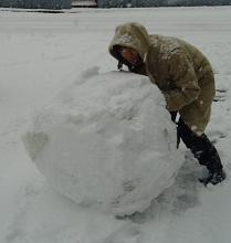 Rolling_a_snowball